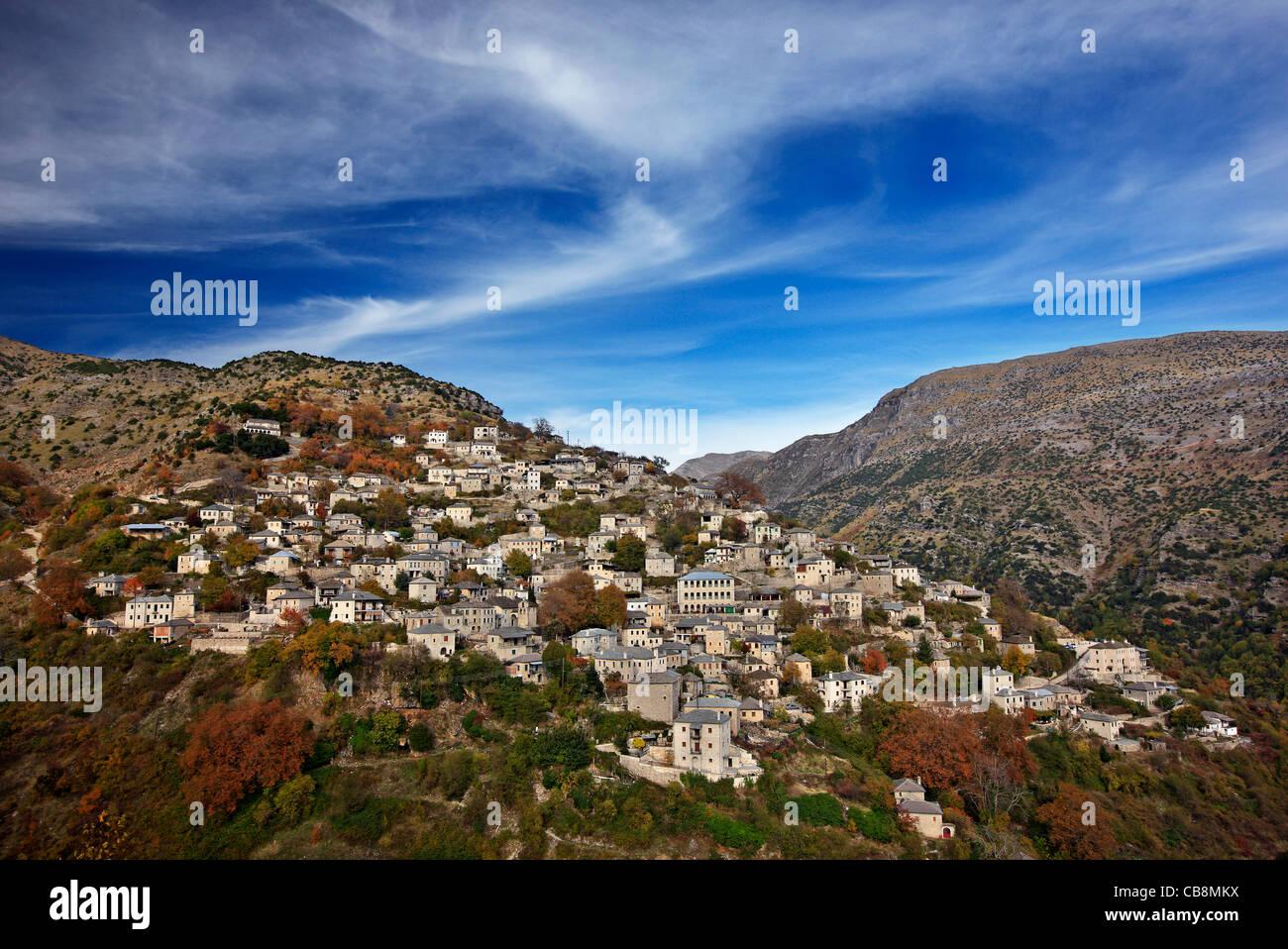 Syrrako village, l'un des plus beaux villages de montagne grecque, sur les montagnes Tzoumerka, Ioannina, Épire, Photo Stock