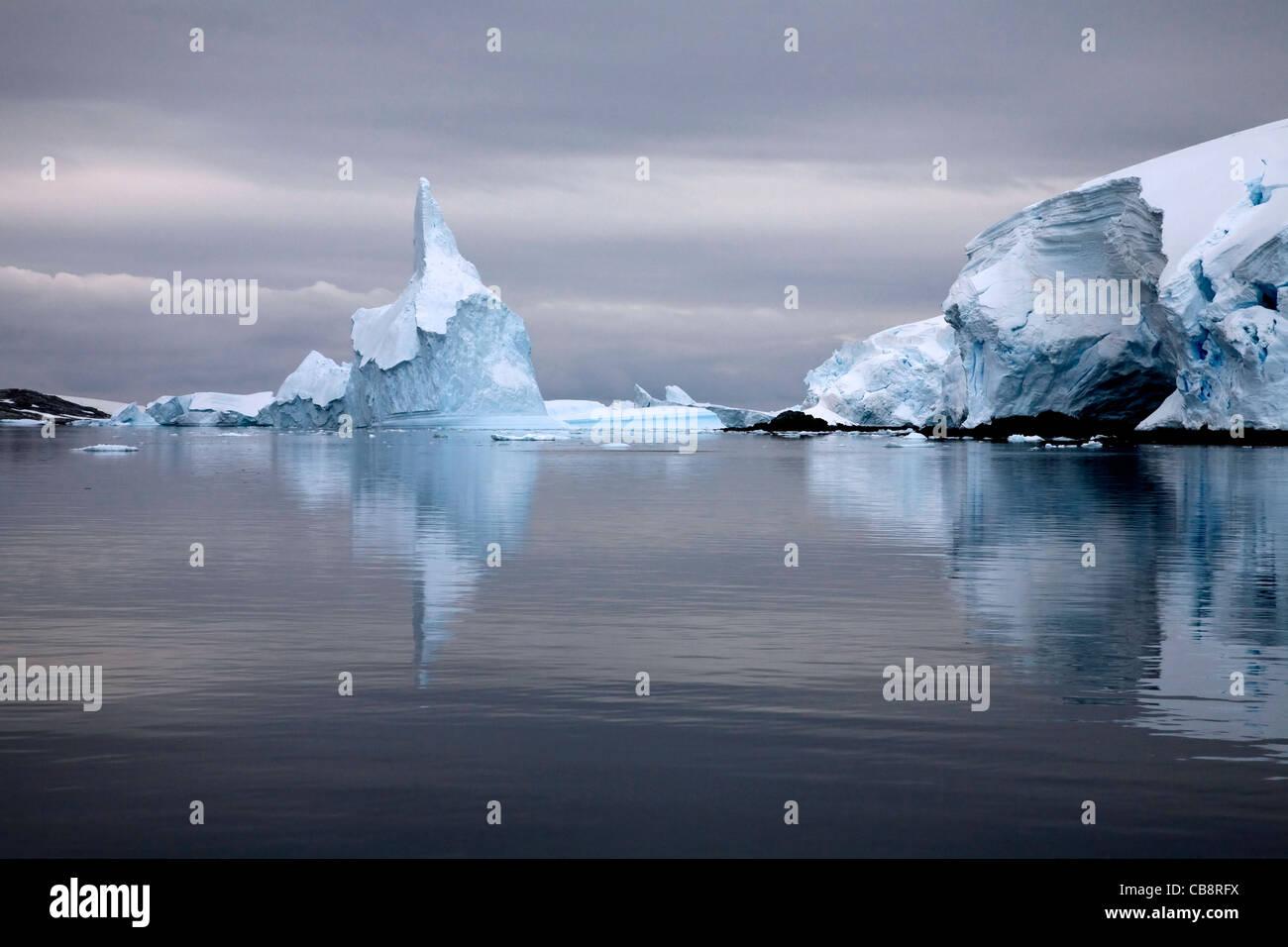 Les icebergs dans le Canal Lemaire / Écart Kodak, l'Antarctique Photo Stock