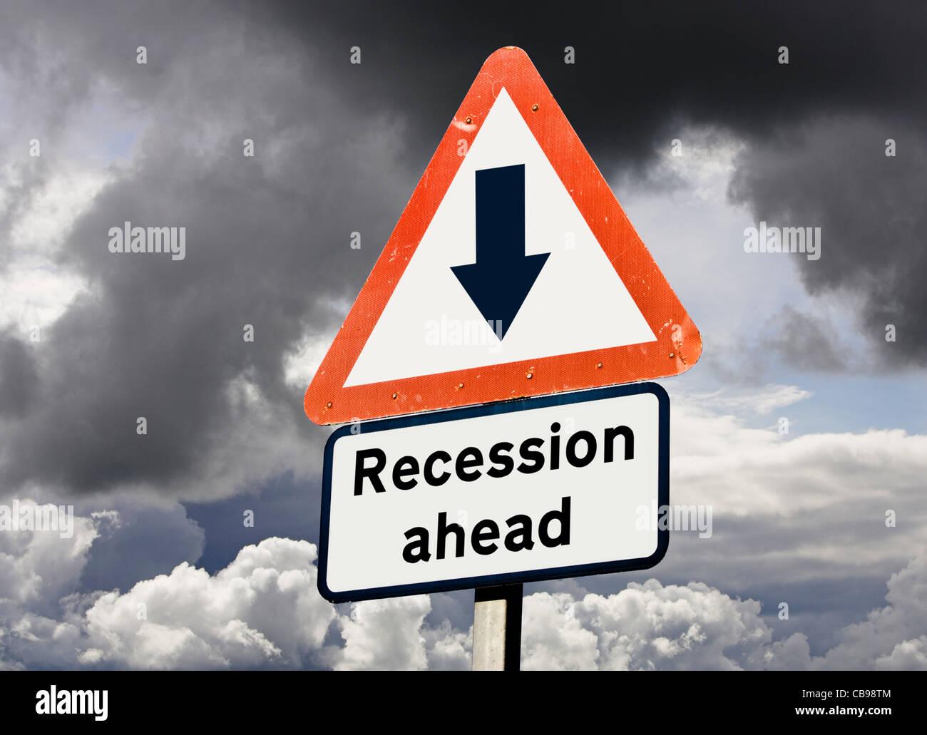 Récession à venir concept économique UK contre un ciel d'orage Photo Stock