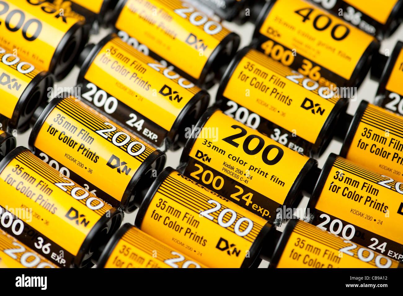 Vieux Kodak 35 mm couleur C41 film canisters processus Photo Stock