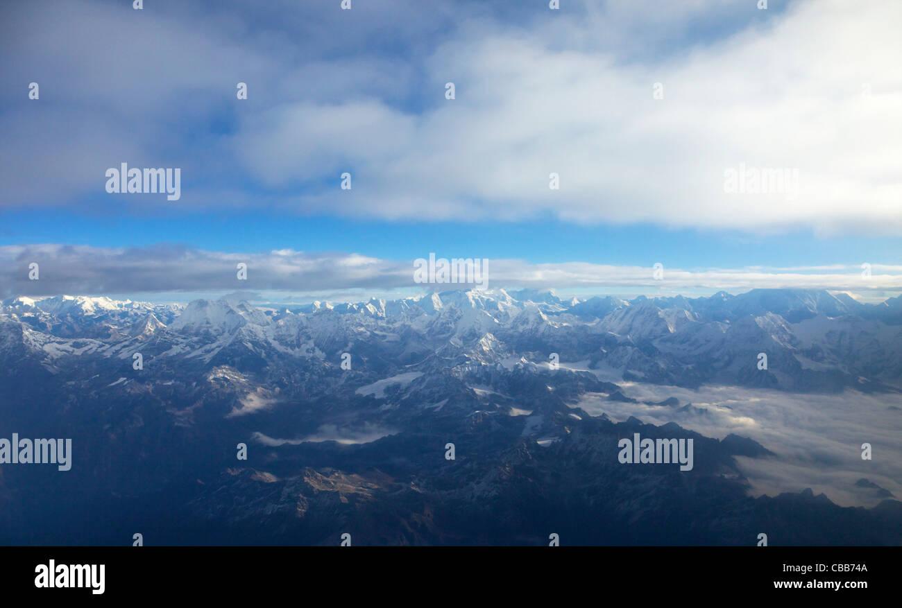 Photographie aérienne des montagnes de l'Himalaya à l'est de Katmandou, Népal, Asie Photo Stock