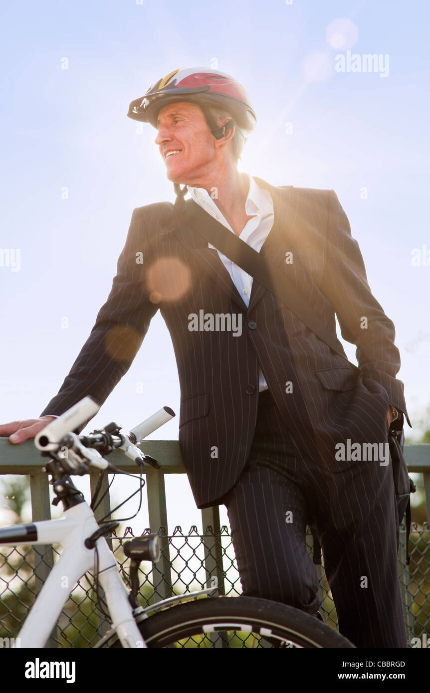 Businessman with bicycle on bridge Banque D'Images