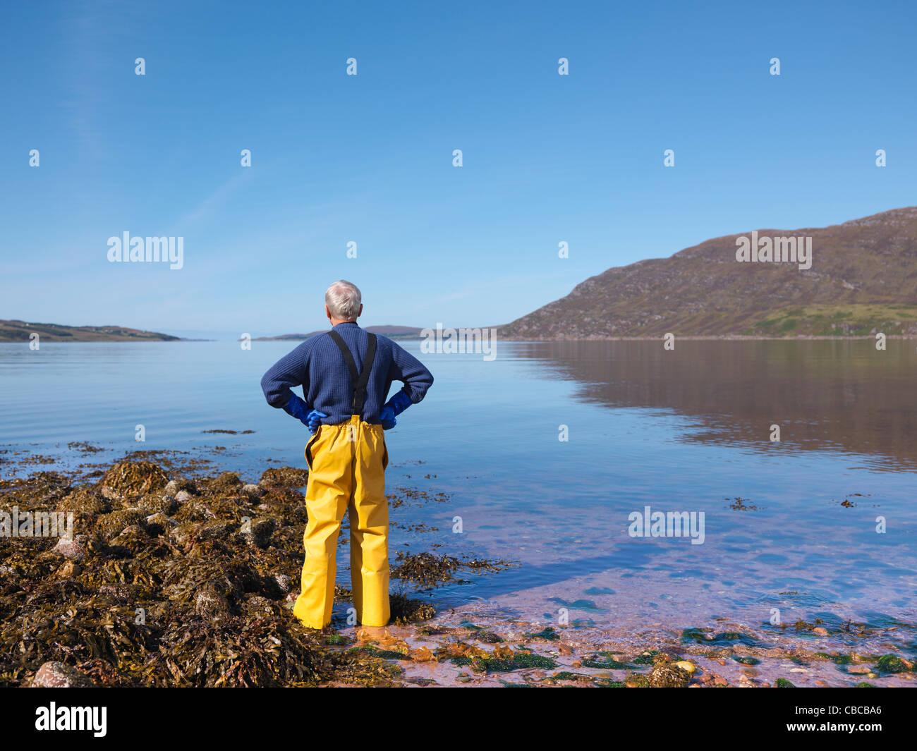 Lac d'arpentage pêcheur Photo Stock