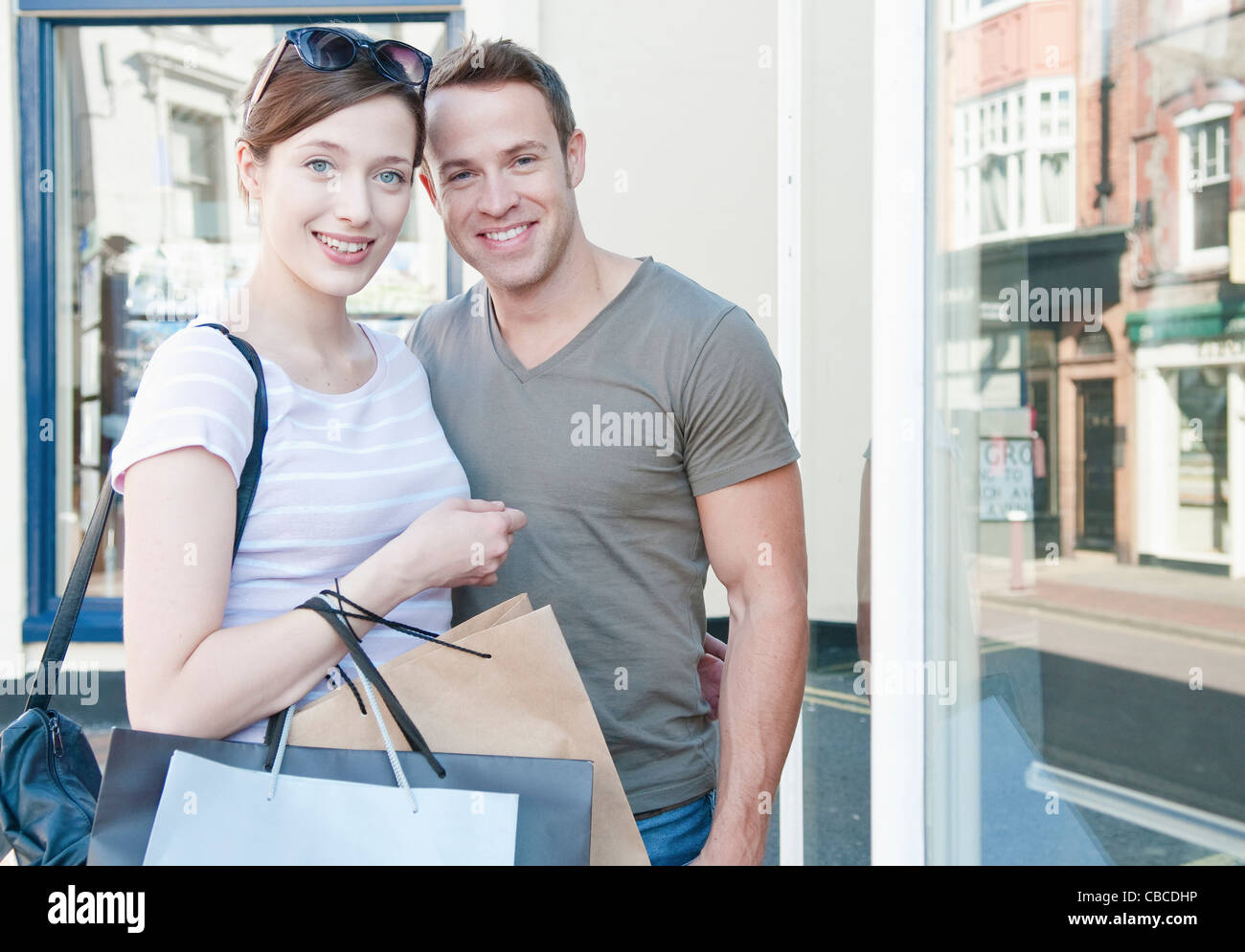 Couple carrying shopping bags Photo Stock