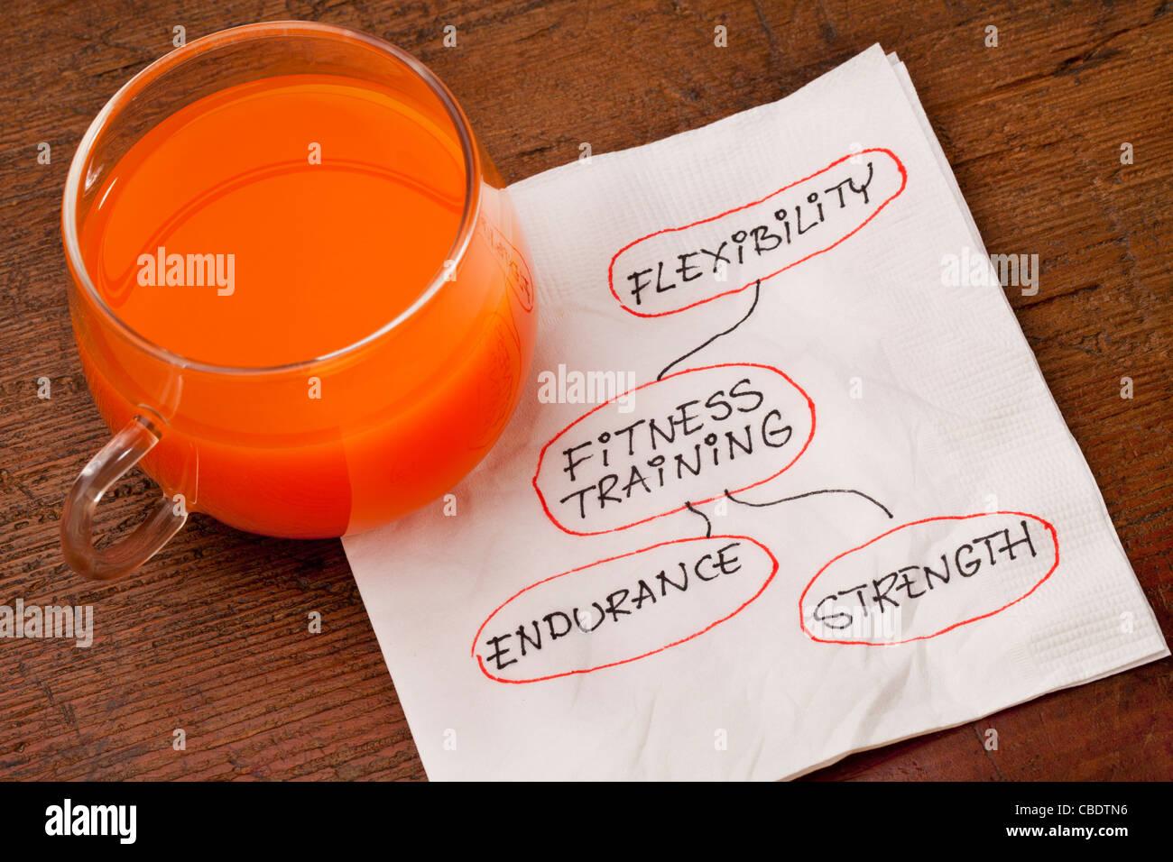 Concept Santé - fitness - Serviette doodle avec une tasse en verre de jus de carotte Photo Stock