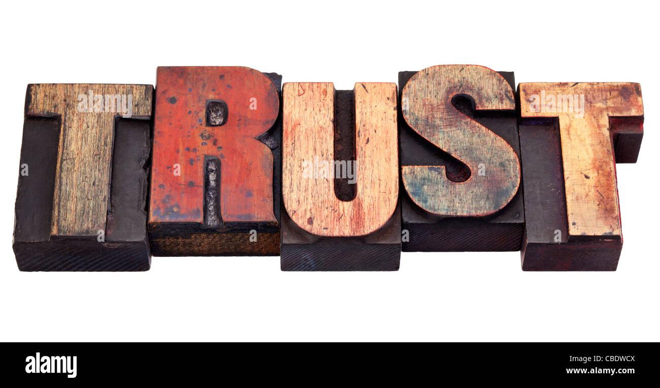 Trust mot dans vintage grunge typographique en bois blocs, isolated on white Photo Stock