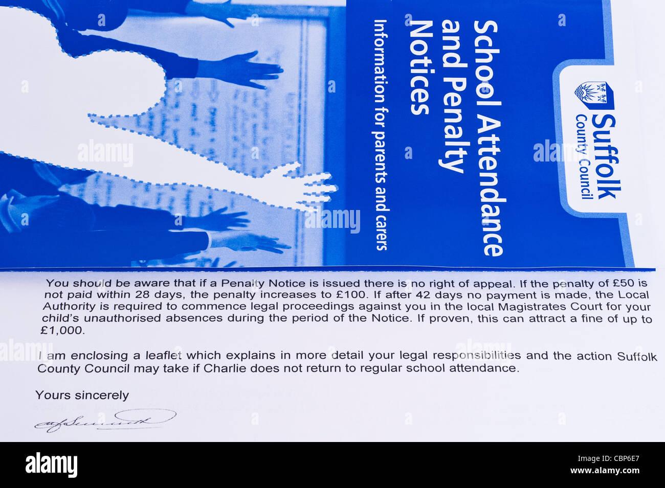 Une lettre d'avertissement envoyé par un conseil de parents qui prennent leurs enfants de l'école Photo Stock
