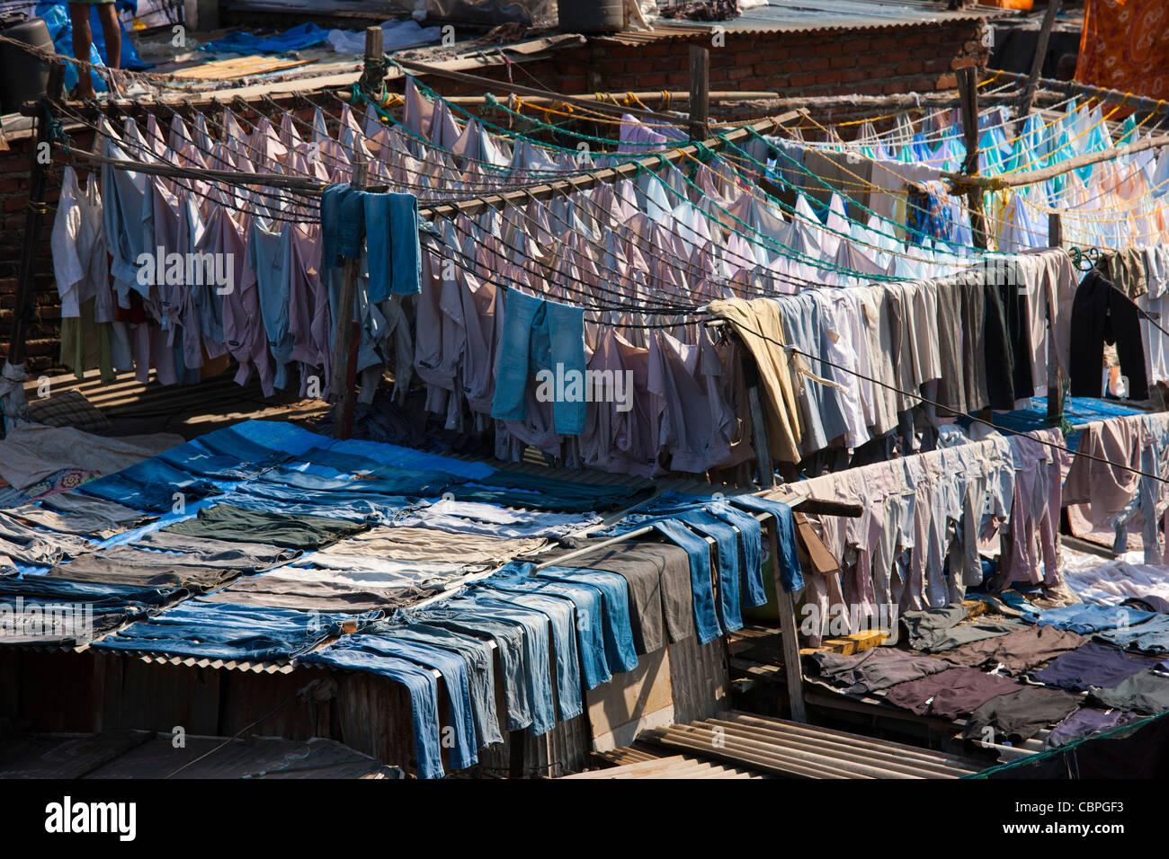 La blanchisserie professionnelle traditionnelle indienne, Dhobi Ghat, dans la région de Mahalaxmi Mumbai, Inde Photo Stock