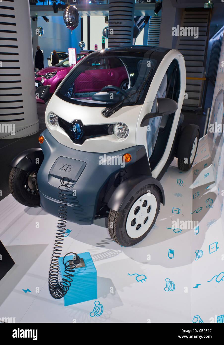 paris france l 39 int rieur de nouvelle voiture d 39 exposition la mini voiture lectrique de. Black Bedroom Furniture Sets. Home Design Ideas
