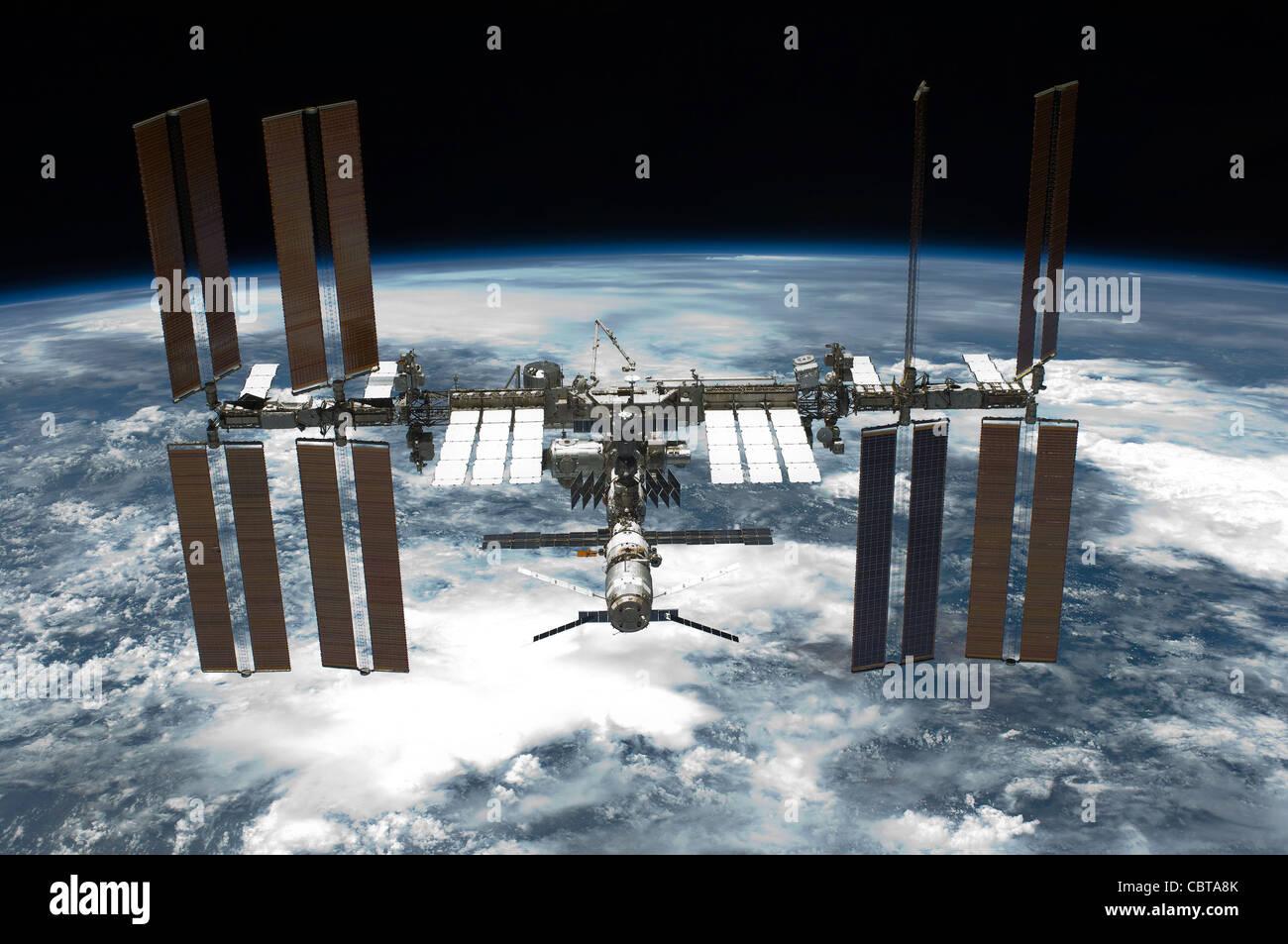 La Station spatiale internationale La Navette spatiale Endeavour 134 photographiée à partir de mai 2011 Photo Stock