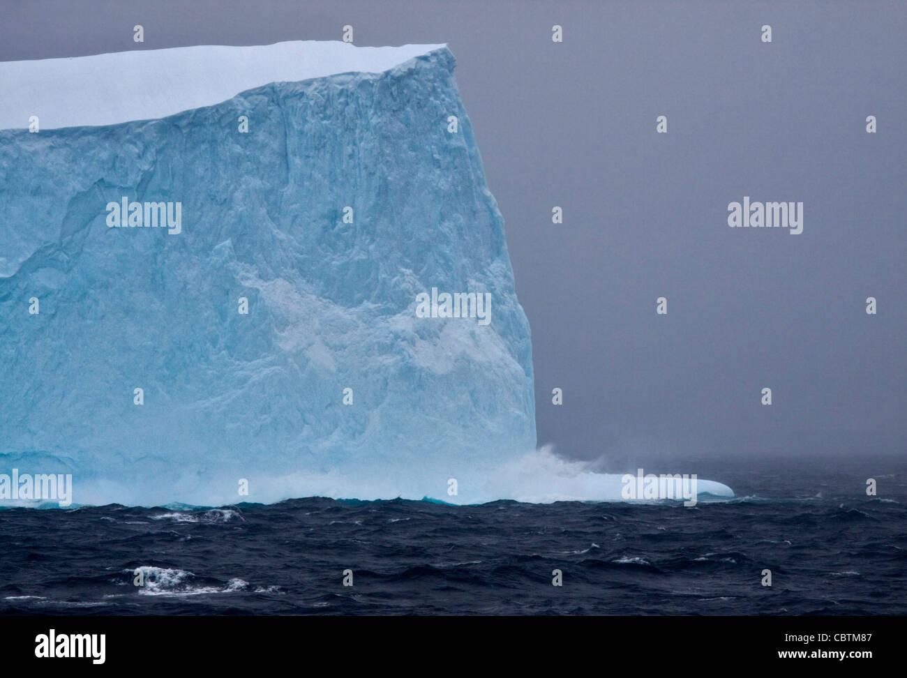 Iceberg dans l'océan du Sud, Péninsule Antarctique Photo Stock