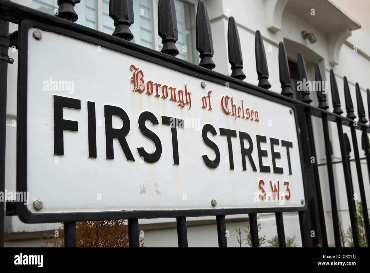 Nom de rue signe pour première rue, Chelsea, Londres, qui porte encore le nom de l'ancien London Borough Photo Stock