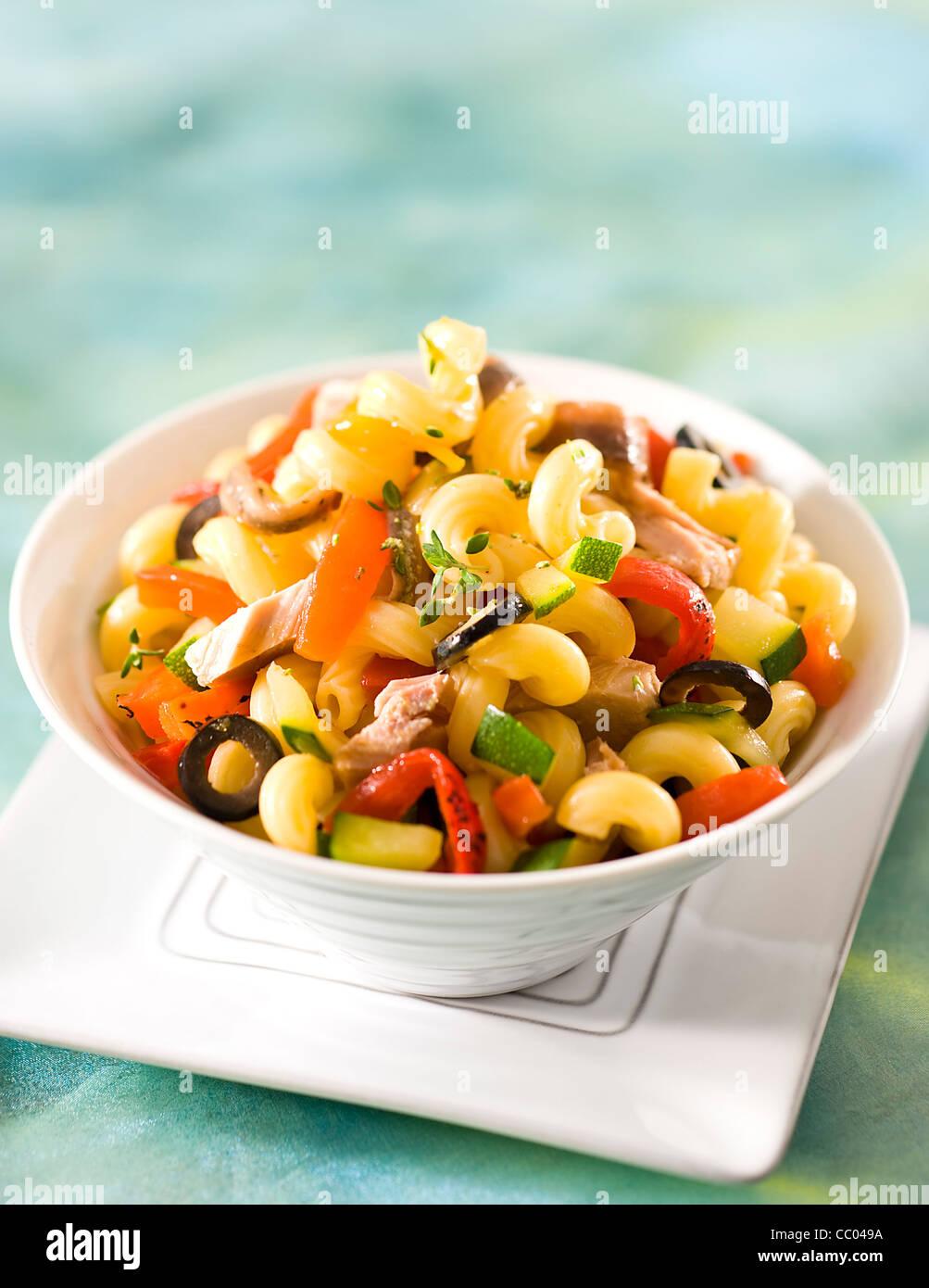 Les pâtes au thon et salade Thym Photo Stock