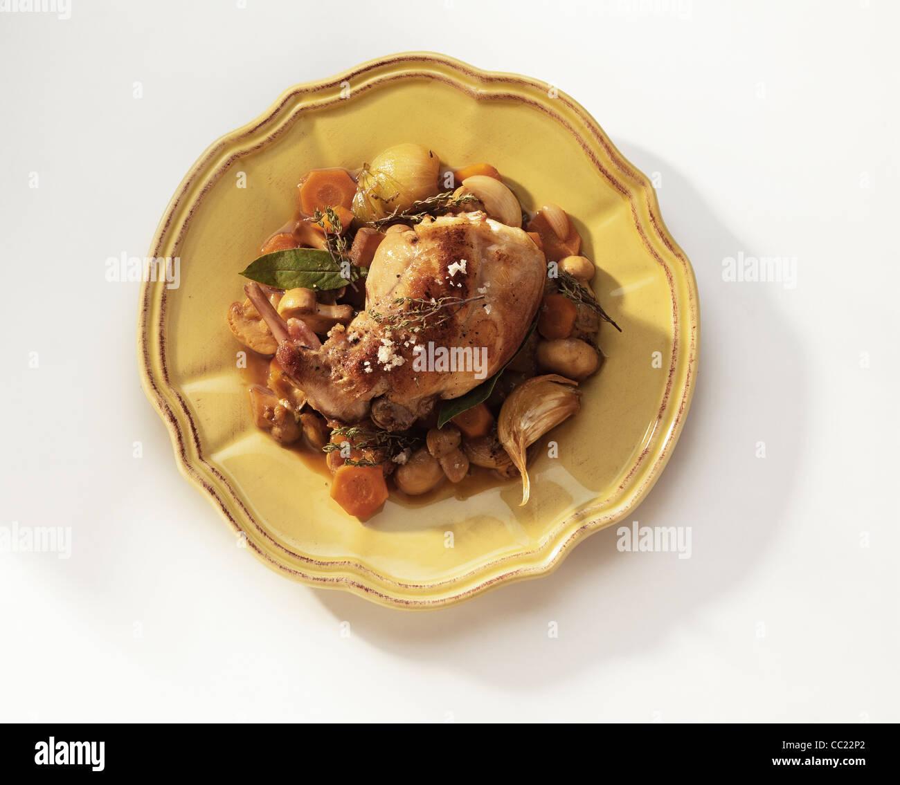 Lapin et champignons Fricasse de cuisson Banque D'Images