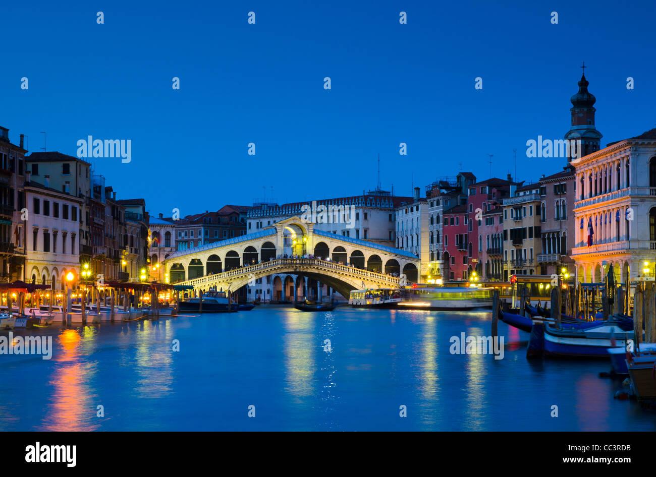 Italie, Vénétie, Venise, le Pont du Rialto sur le Grand Canal Photo Stock