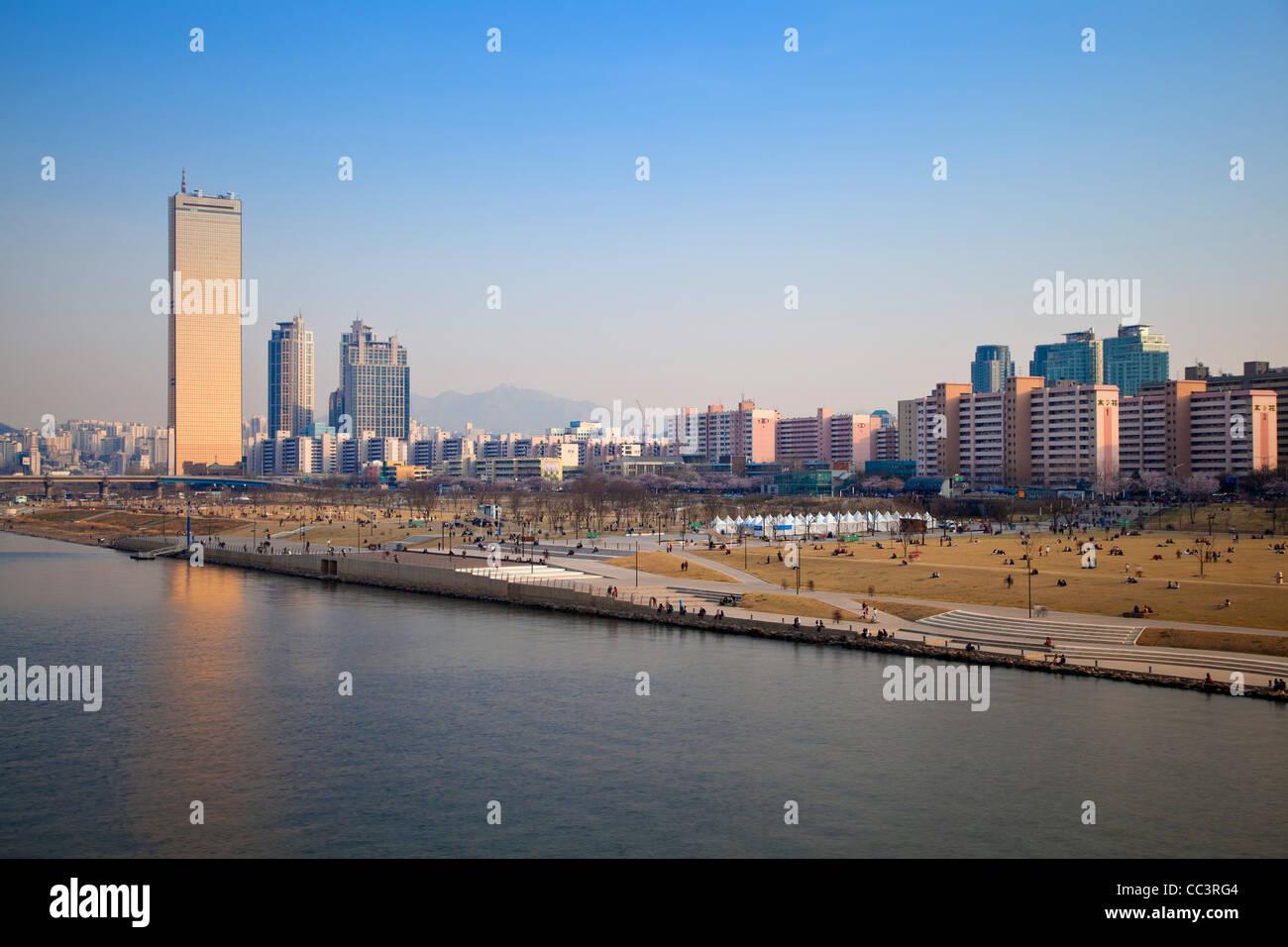 Corée, Séoul, Yeouido, Building 63 - l'un des plus célèbres Seouls, sur les rives de la Photo Stock