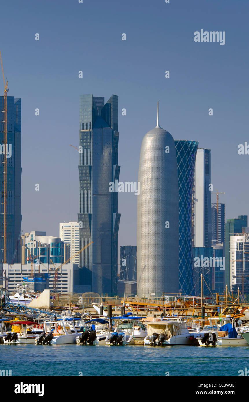 Qatar, Doha, Skyline moderne de Dhow Harbour Photo Stock