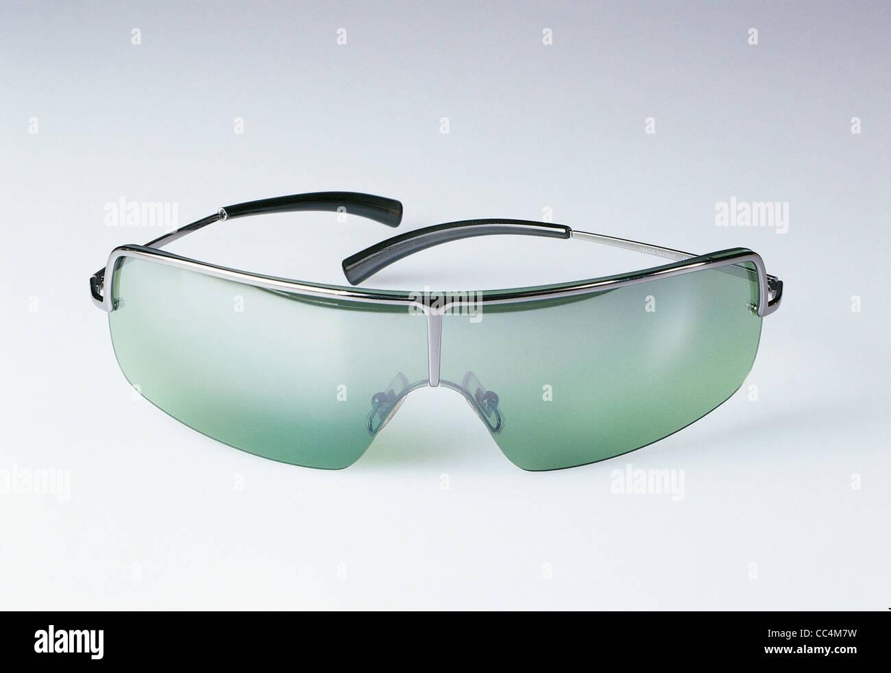 Accessoires de Mode   les lunettes de soleil Calvin Klein Photo Stock c48e2231aaf1