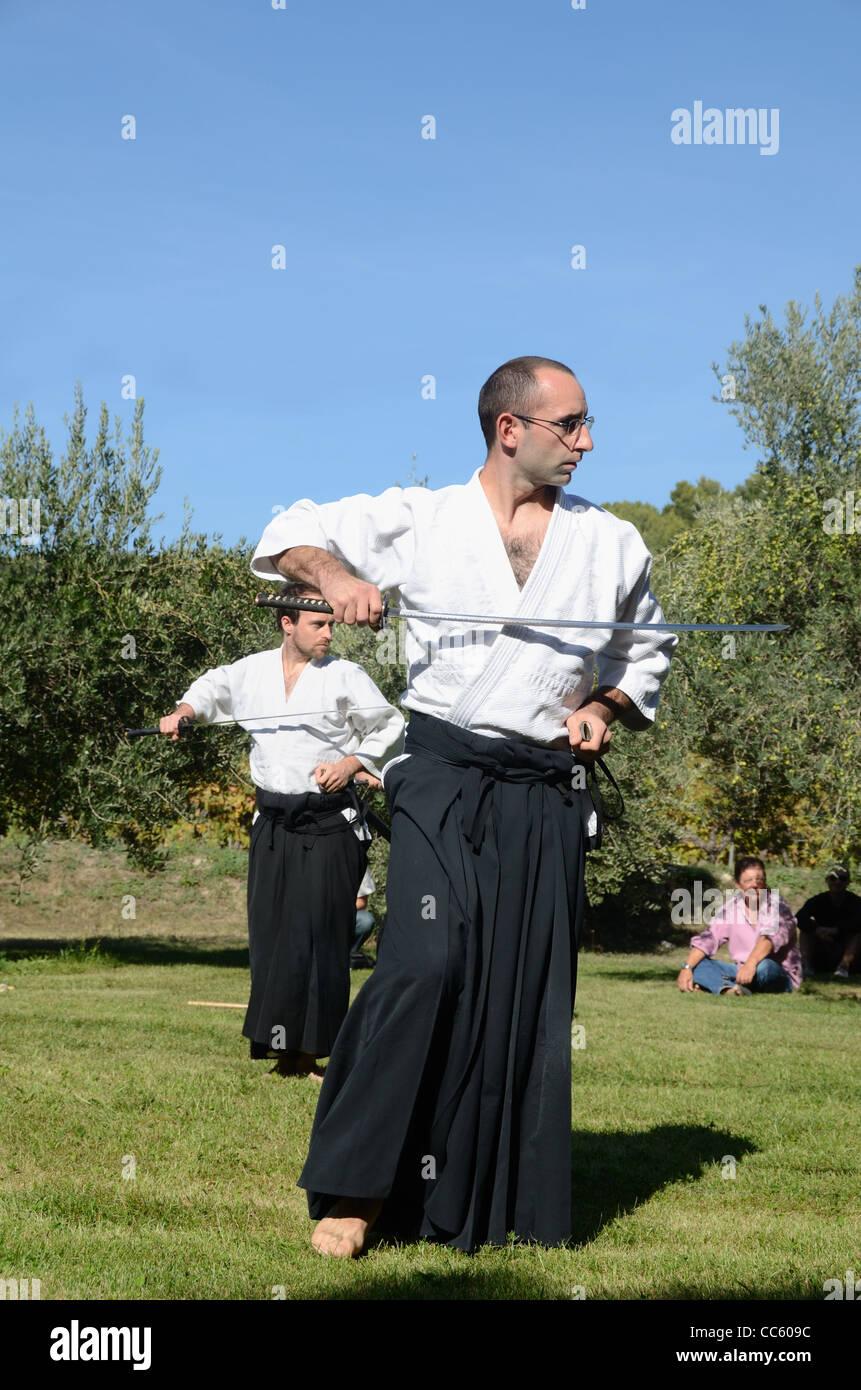 Praticiens Européens de l'art martial japonais de combat à l'épée, le Kendo, Kenjutsu Photo Stock