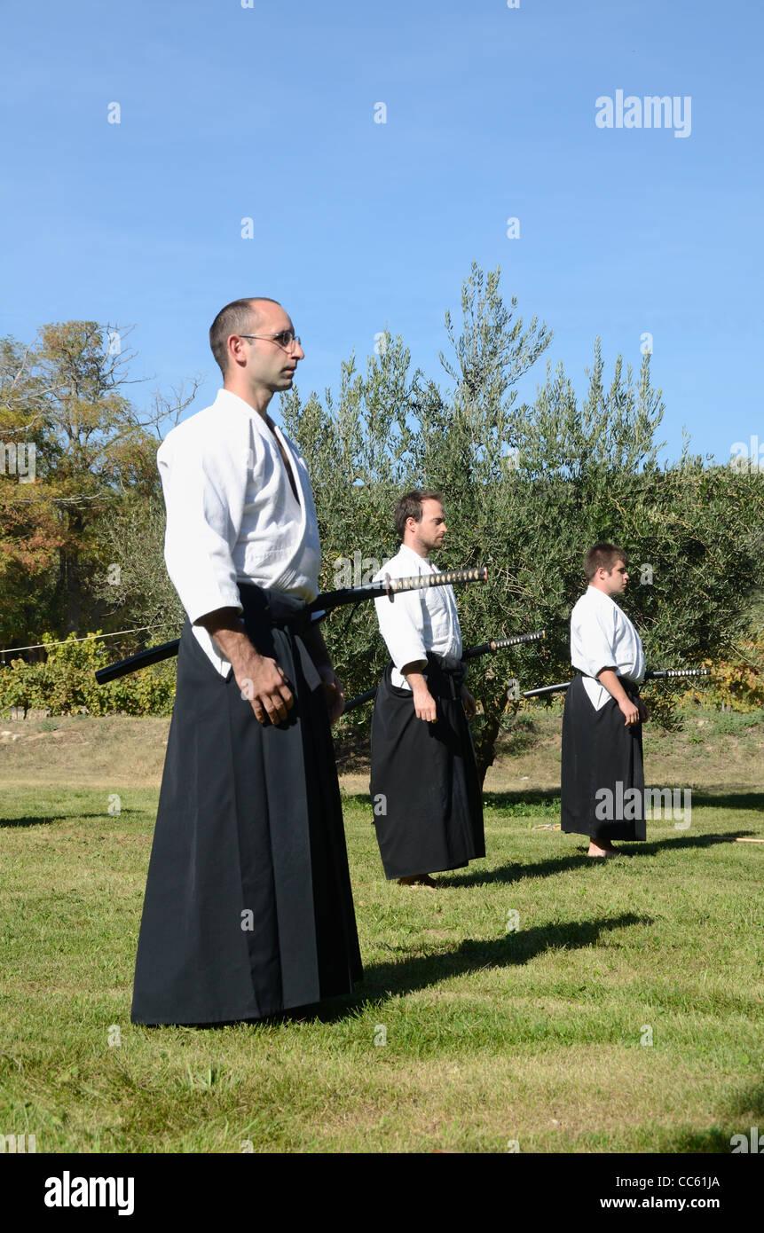 Les praticiens de l'ouest des arts martiaux japonais, de l'épée ou la lutte contre le combat à Photo Stock
