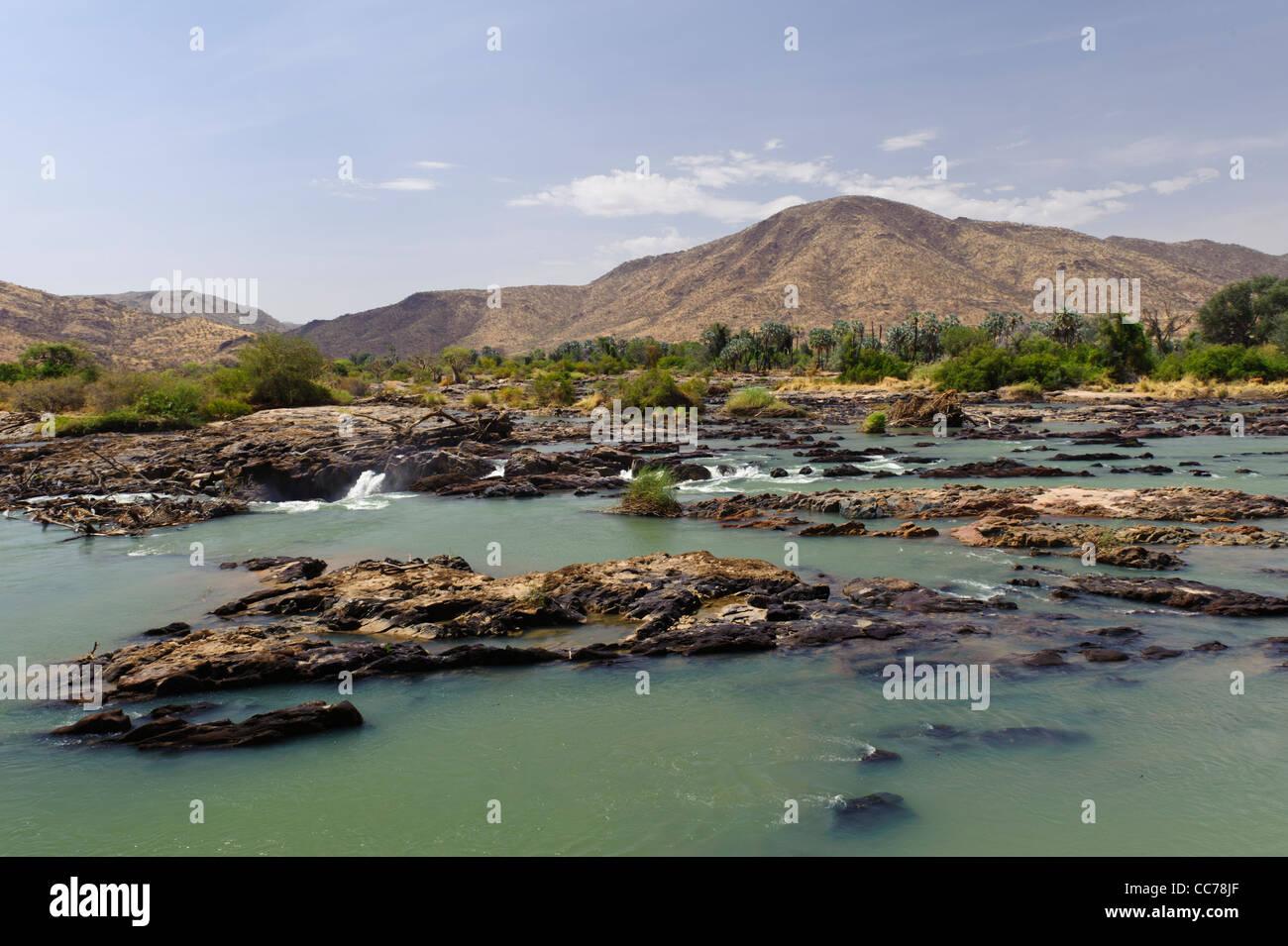 Près de la rivière Kunene Epupa Falls, région de Kunene Kaokoland, la Namibie. Banque D'Images