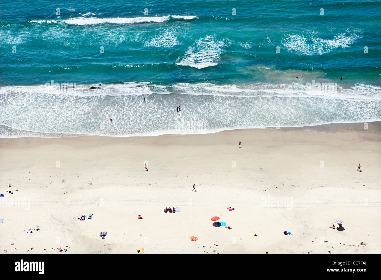 People relaxing on sunny beach Banque D'Images