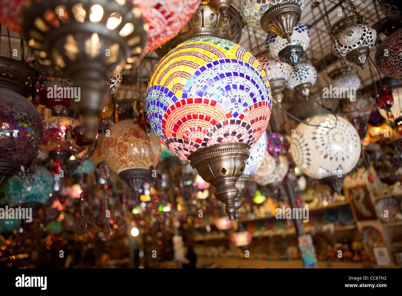 Lampes dans un magasin à Istanbul, Turquie. Photo Stock