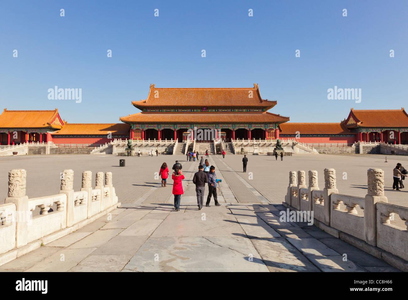 La porte de l'harmonie suprême, vu à travers la première cour dans la Cité Interdite, Beijing Photo Stock