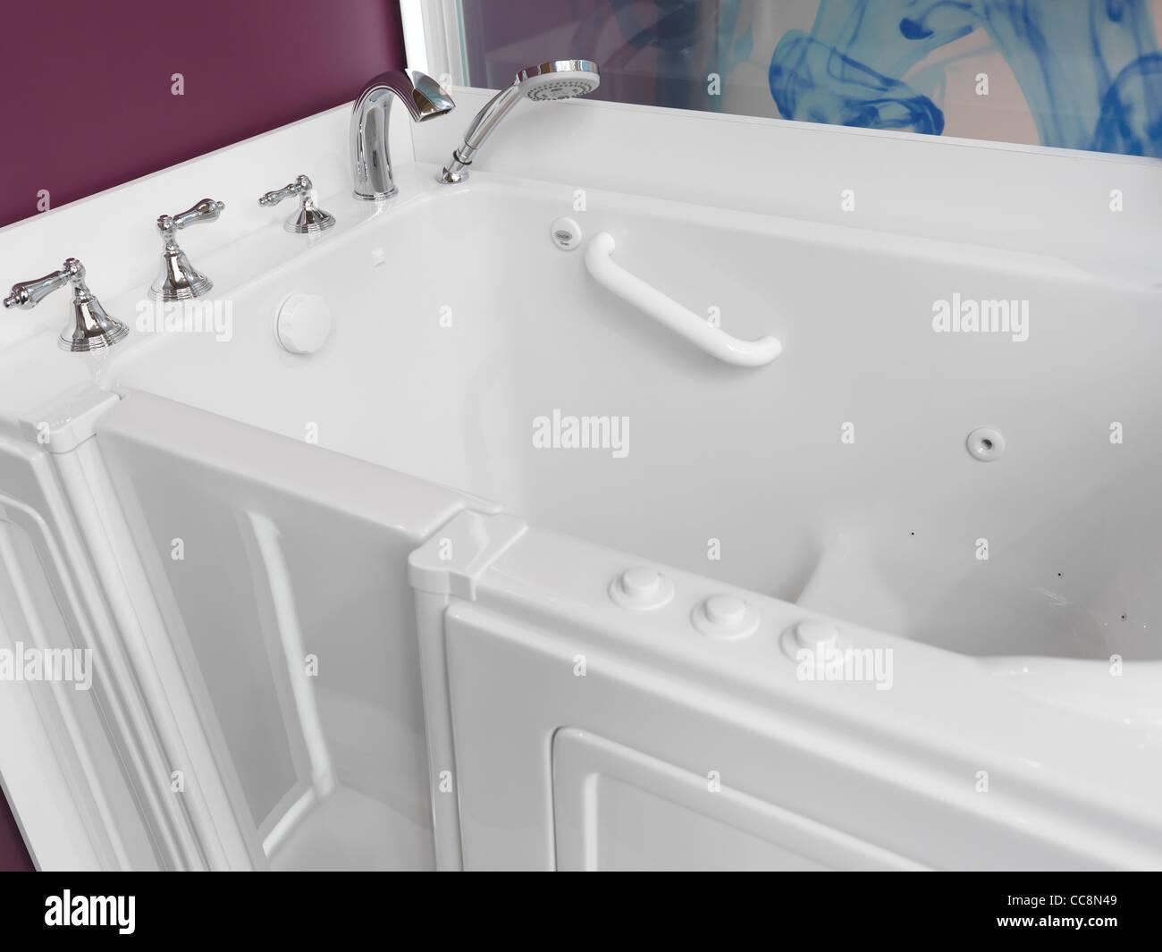 Salle De Bain Accessible ~ salle de bains accessible s ance douche baignoire avec une porte
