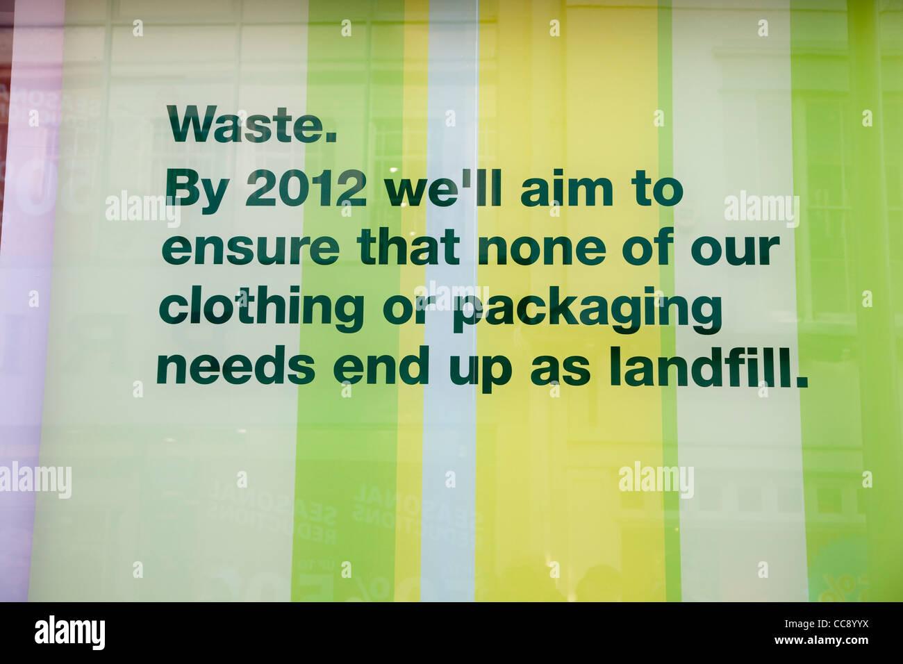 Marks and Spencer sur la politique de l'environnement des déchets en décharge et d'emballage Photo Stock
