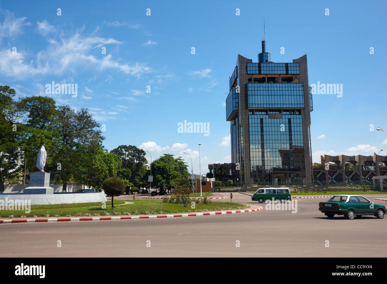 Rond Point de la Poste Bureau de poste (rond-point), Brazzaville, République du Congo, Afrique Photo Stock