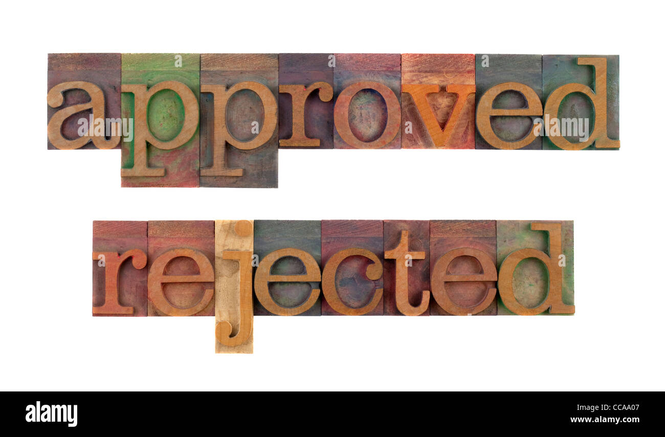 Mots approuvés et rejetés dans les blocs en bois vintage type typogravure, tachée par l'encre Photo Stock
