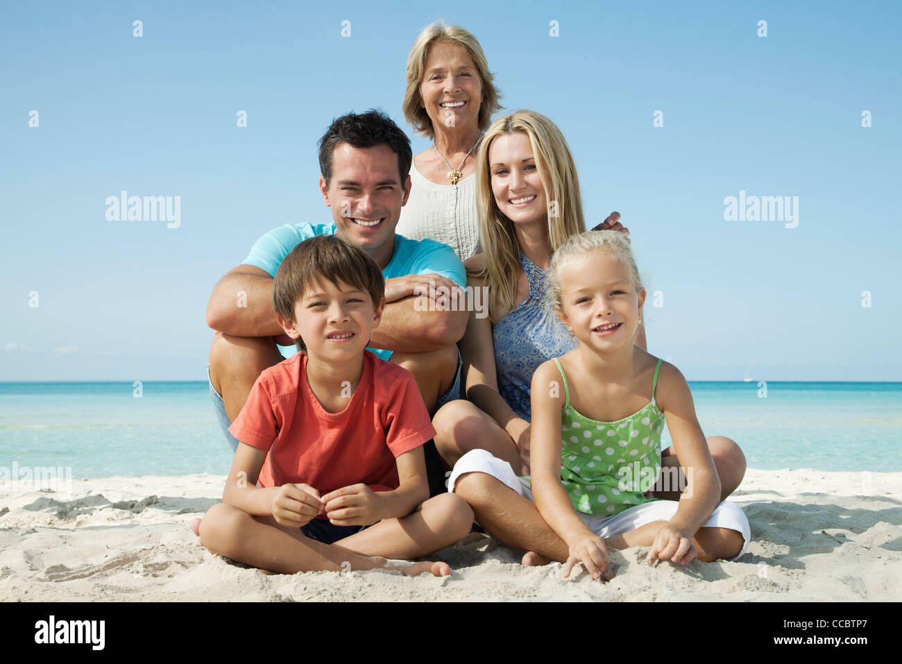 Multi-generation family at the beach, portrait Photo Stock