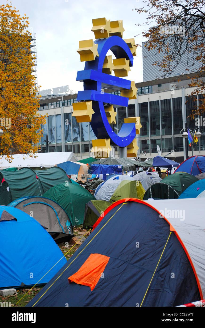 Camp en dehors de Francfort occupe la Banque centrale européenne, Allemagne Photo Stock