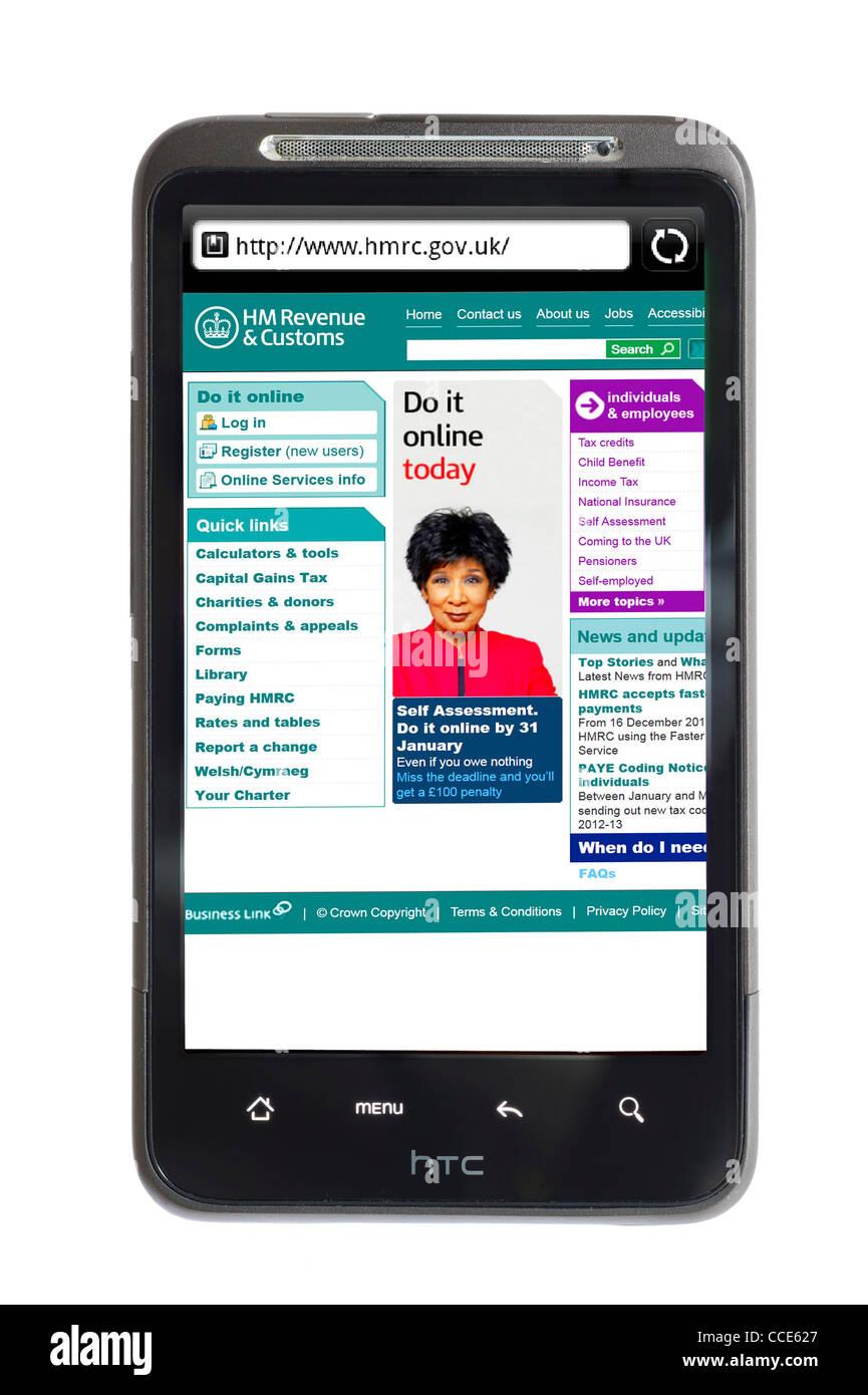 Regardant le HM Revenue and Customs site sur un smartphone HTC Photo Stock