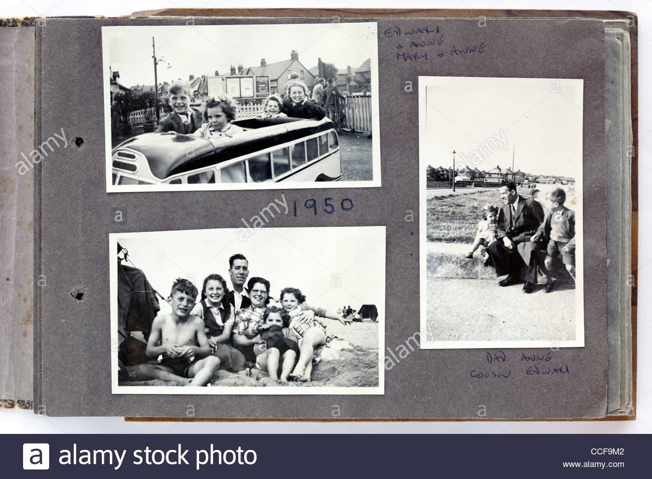Heureux moments en famille page de l'album photo 1950 Angleterre Photo Stock
