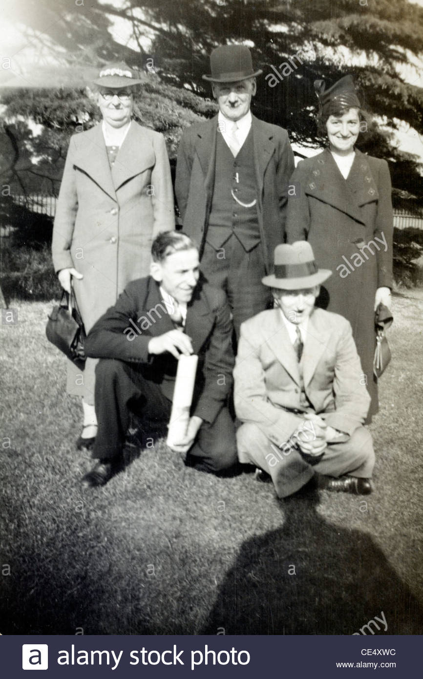 Divers génération posant pour une photo en Angleterre Photo Stock