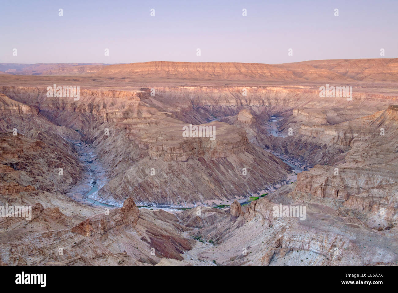 Fish River Canyon dans le sud de la Namibie à l'aube. Photo Stock