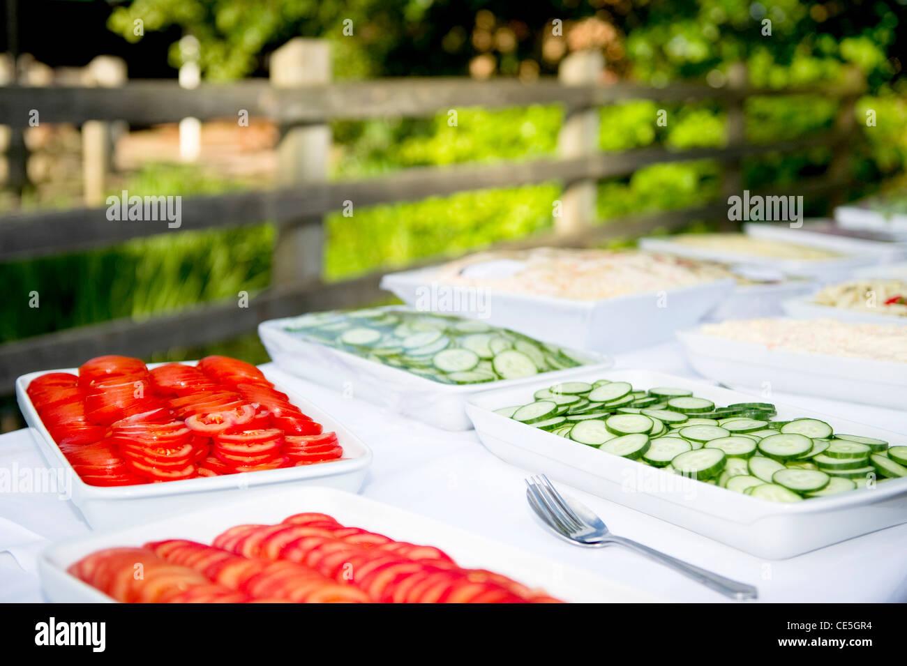 un buffet froid à l'extérieur banque d'images, photo stock: 43148872