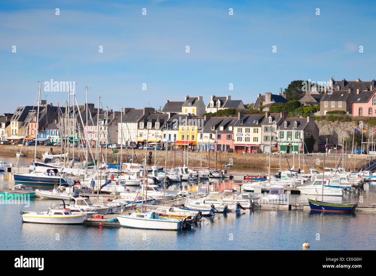 Le port et le bord de croisière à Camaret sur Mer, Bretagne, France. Photo Stock