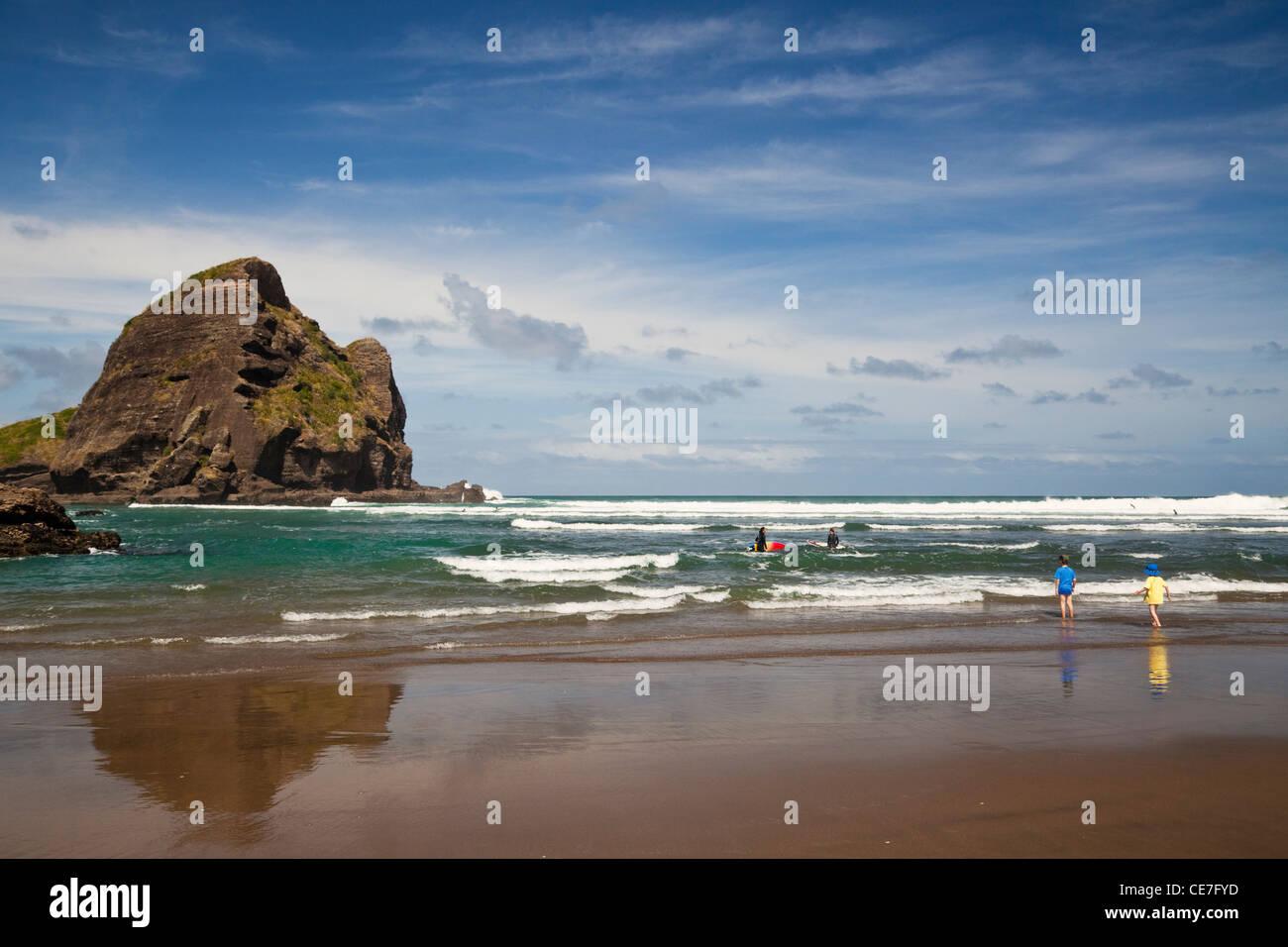 Piha beach. Piha, Waitakere Ranges Regional Park, Auckland, île du Nord, Nouvelle-Zélande Banque D'Images