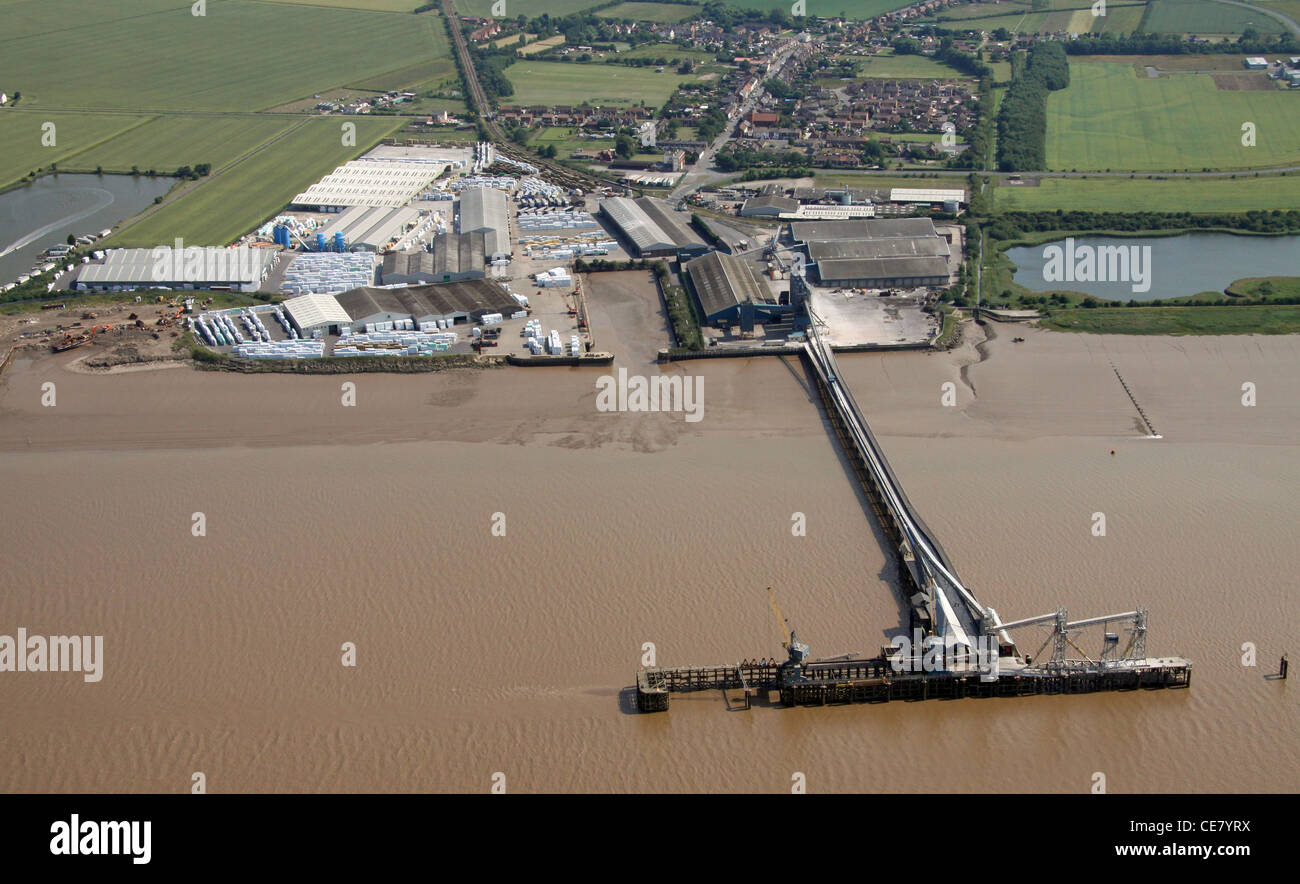 Photographie aérienne d'une jetée et des quais sur le fleuve Trent à New Holland, Lincolnshire, Photo Stock