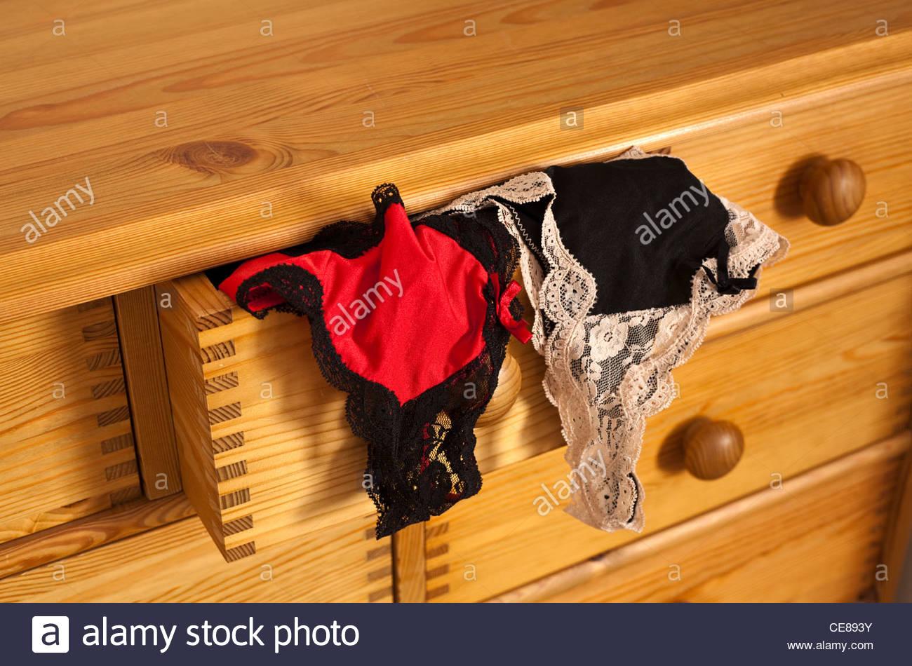 Sous Vetement Pour Femmes Sortir D Un Tiroir Banque D Images Photo