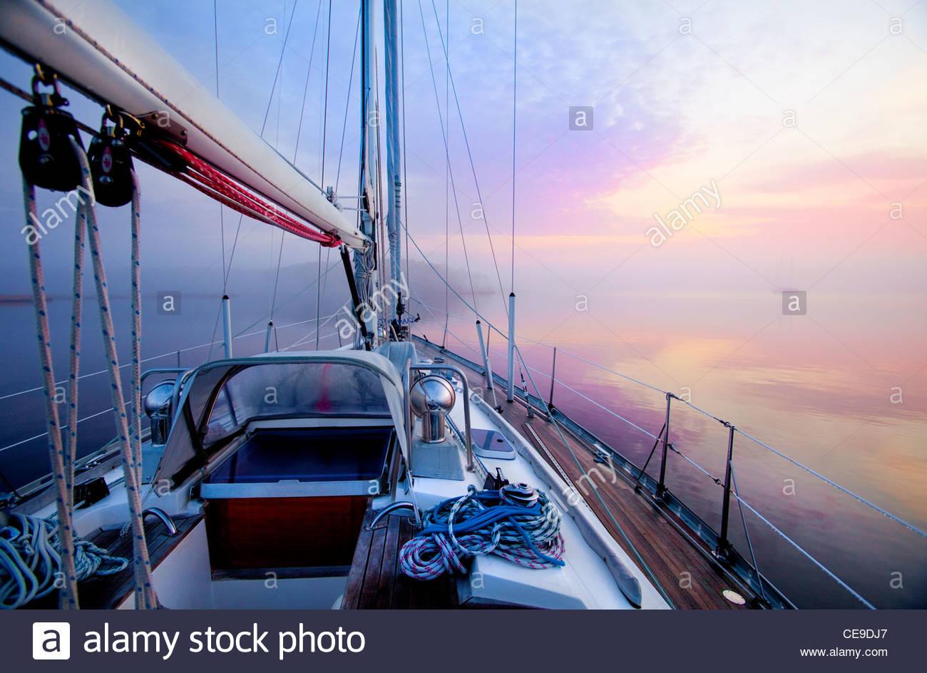 L'aube depuis le pont d'un voilier de l'Atlantique le long de l'Intracoastal Waterway, Pamlico Sound, Photo Stock