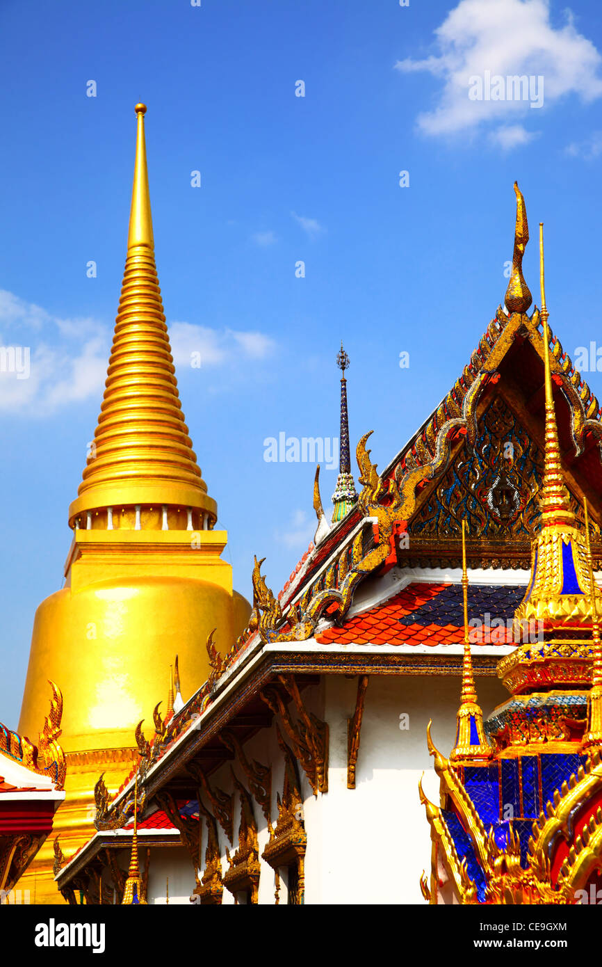 Vue sur le temple Wat Phra Kaeo. Bangkok. La Thaïlande. Photo Stock