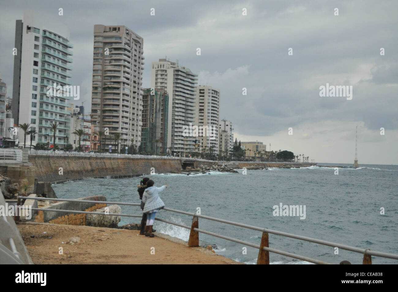 Enfants sur la corniche, la promenade à Beyrouth Photo Stock
