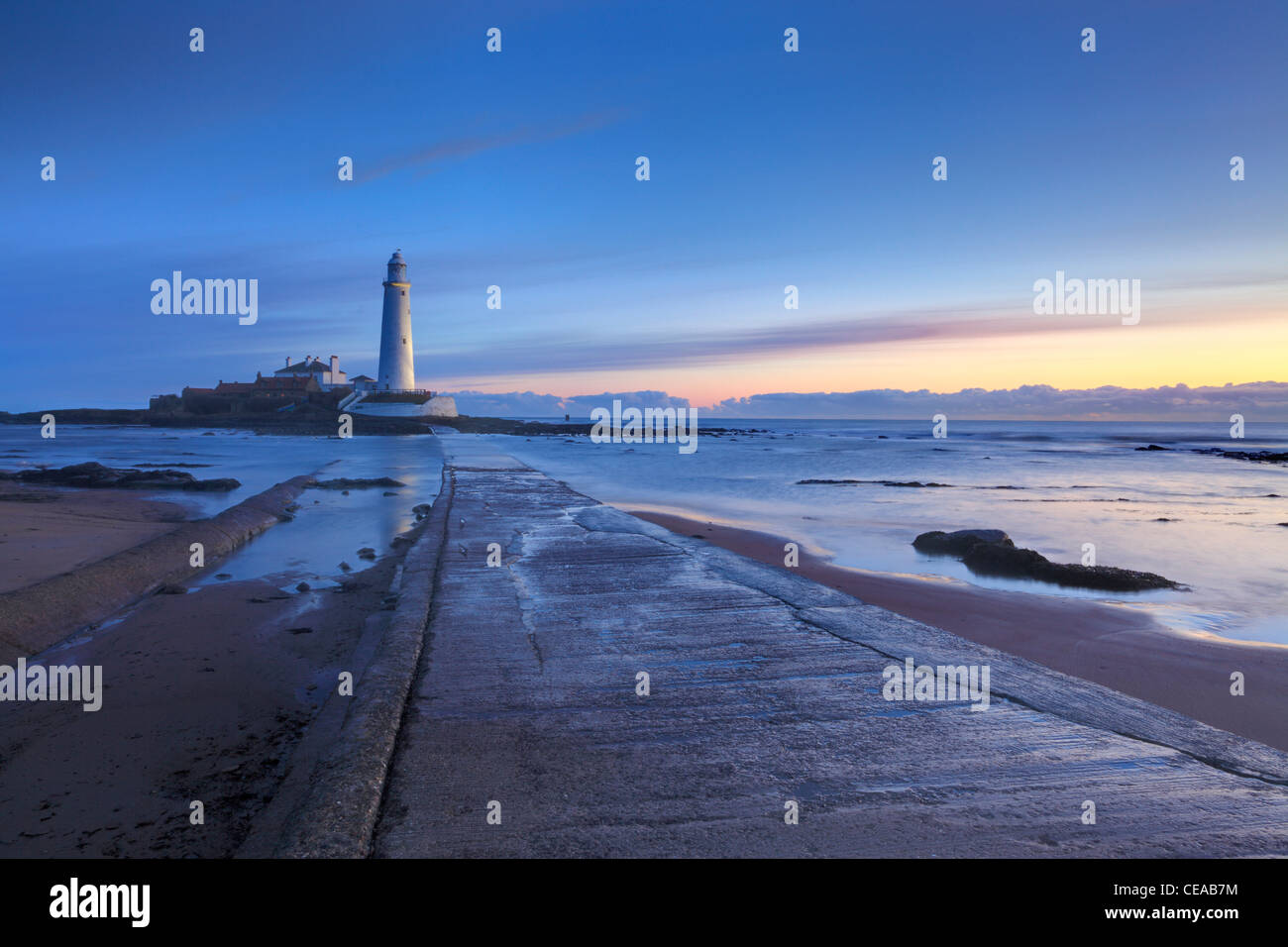 Twilight sur St Marys phare à Whitley Bay North Tyneside, Tyne et Wear, Northumberland, England Photo Stock