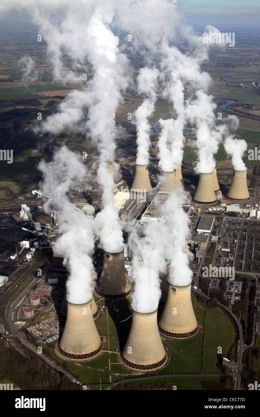 Image aérienne de Drax Power Station près de Selby, Yorkshire du Nord. Les émissions de vapeur de Photo Stock