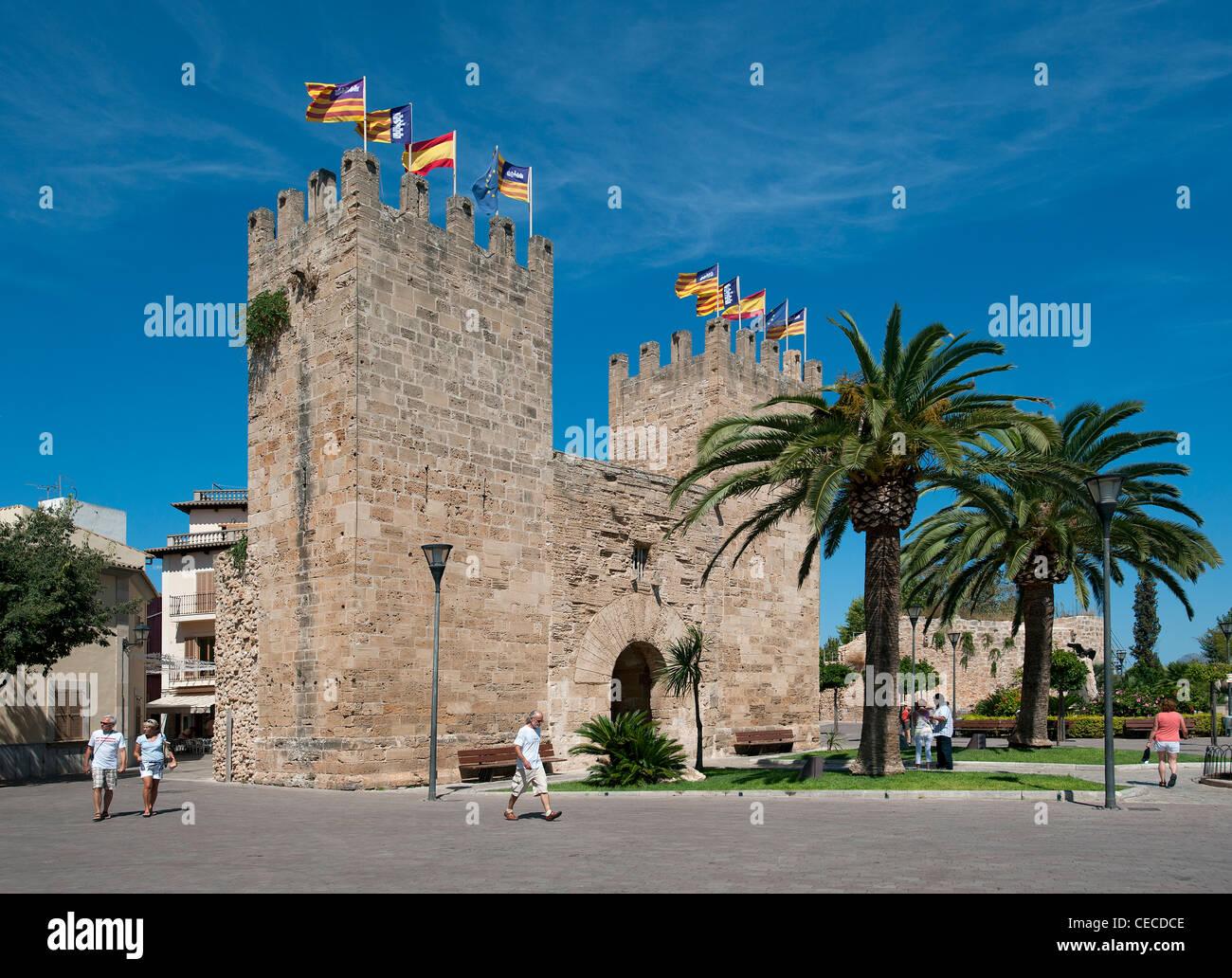 Porte de l'enceinte de la ville Vieille Ville d'Alcudia Mallorca Baléares Espagne Photo Stock