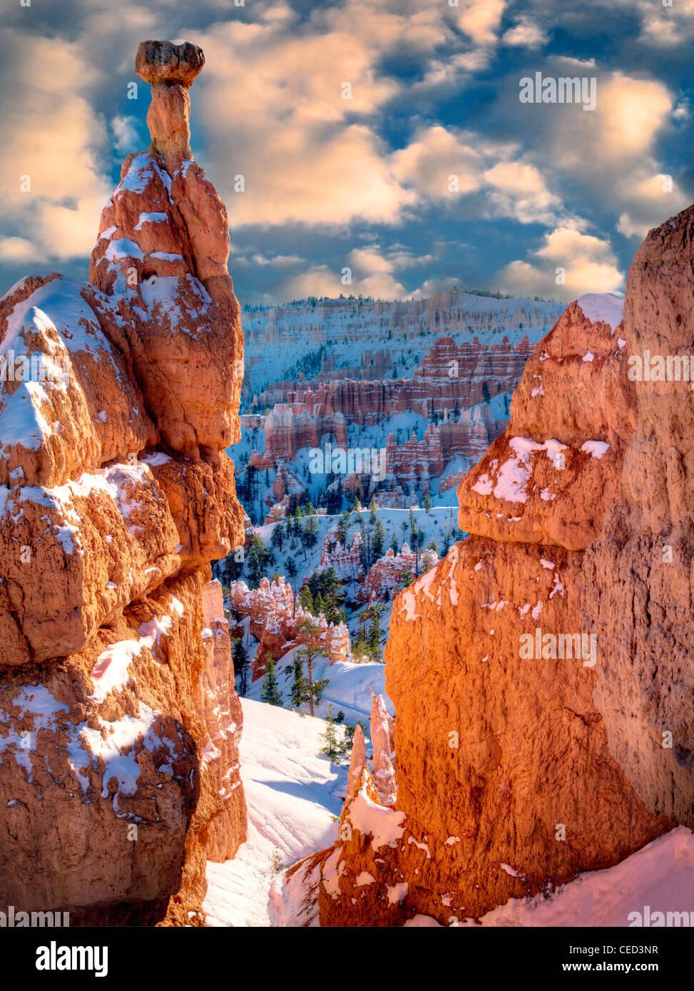 Neige sur les cheminées. Bryce Canyon National Park, Utah Banque D'Images